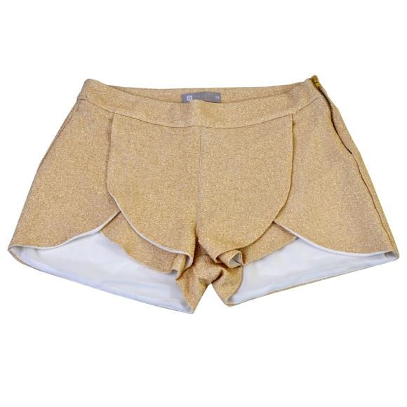 Shorts Crepe Ouro - de R$ 319,60 por R$ 159,80.