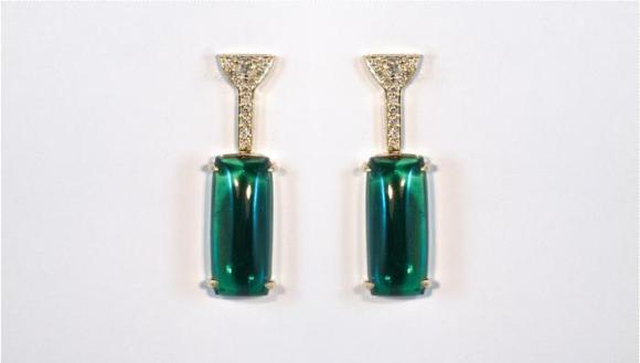 Brincos deusos de diamante com turmalina azulada. Cor: verde esmeralda