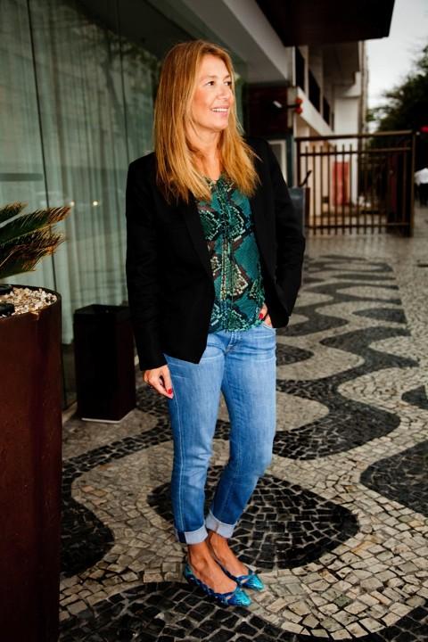 Não sei se eu gosto mais da sapatilha ou da blusa! rs. De qualquer forma adorei a combinação de tons azuis (reprodução).