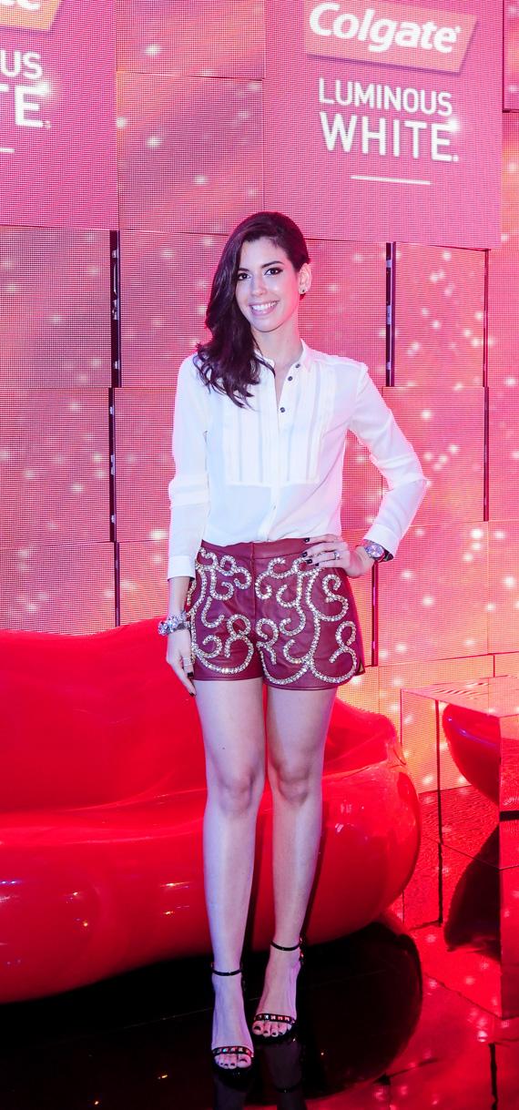 Shorts de couro bordado, são lindos e dão destaque ao look!