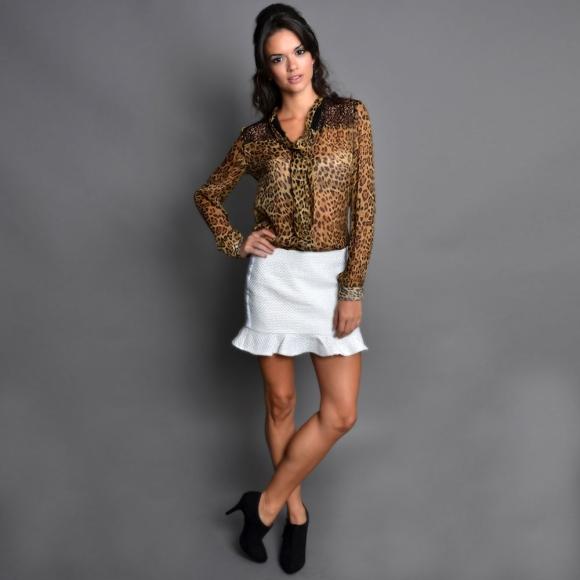 Camisa Alice de R$465,00 por R$345,00 e Saia Pamela de R$285,00 por R$198,00