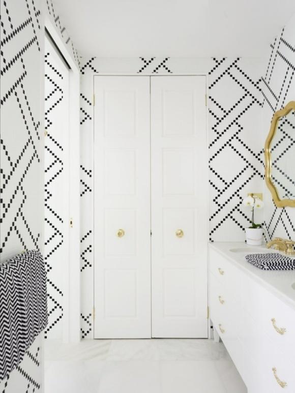 O que amamos? As portas duplas, os detalhes em dourado (de novo) e o uso de cores neutras sem deixar chato